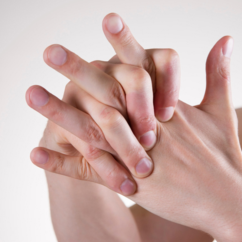 Fact or Fiction: Is Cracking Your Knuckles Really Bad for You?  | Thumbnail