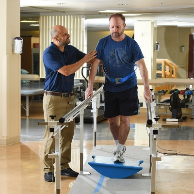 Florida Hospital Physical Therapist assisting a patient in sports rehabilitation